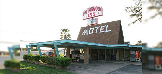 Cottonwood Inn of La Grange