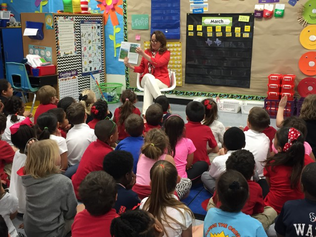 First Lady Cecilia Abbott reading to Texas schoolchildren.