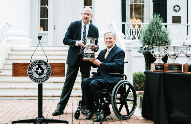 Governor Abbott Accepts Site Selection Governor's Cup Award For Record-Breaking 8th Year In A Row