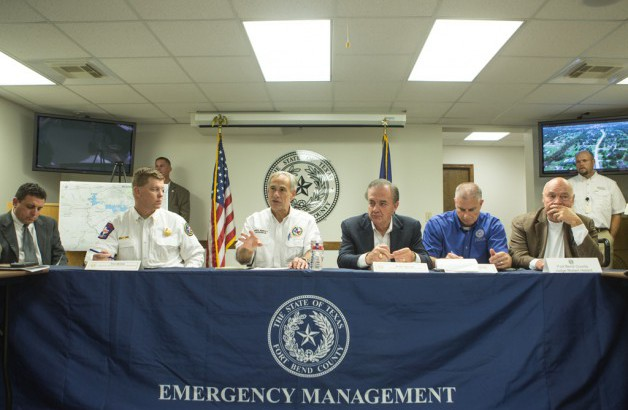 Governor Greg Abbott discusses with local emergency management and Commission To Rebuild Texas Image