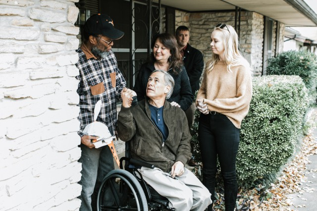 Governor Abbott And First Lady Cecilia Abbott Deliver Meals On Wheels, Provide Meals To Homeless On Thanksgiving Day
