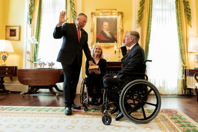 PHOTO RELEASE: Governor Abbott Swears-In Senator Drew Springer