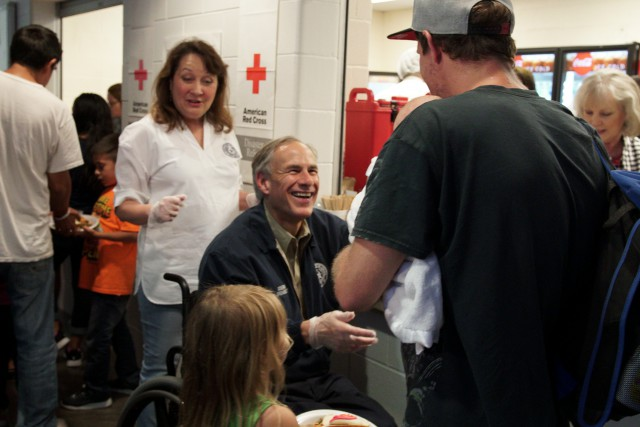 Governor Abbott hands out meals at the Red Cross to Hurricane Harvey evacuees