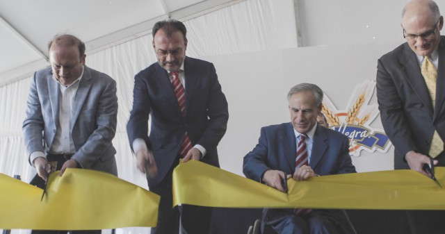 Governor Abbott cuts ribbon of new international foods corporation La Moderna Plant in Cleburne, TX.