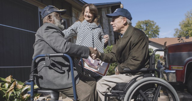 Governor Abbott and First Lady Cecilia Abbott deliver meals to those in need on Thanksgiving Day.