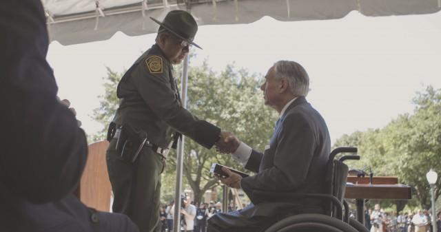 Governor Abbott shakes hand of fallen Texas Peace Officer's family member.