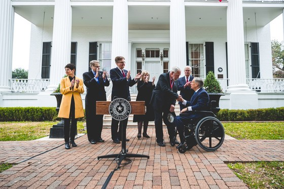 Governor Abbott presents the Governor's Medal of Courage to Jack Wilson